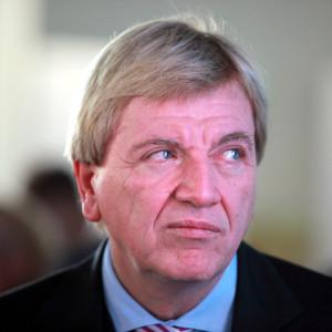 Hat er den Bundesverkehrsminister unter Druck setzen wollen ...? Ministerpräsident Volker Bouffier