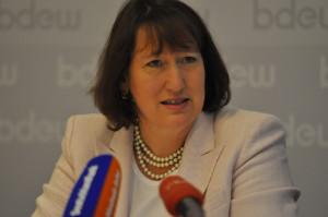 """""""...unsere Unternehmen sind  bereits sehr engagiert dabei, um die CO2-Emissionen von Neufahrzeugen zu senken. Hildegard Müller:"""