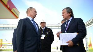 Moskau  verlässt sich auch auf den politischen Willen der Europäer...: Präsident Wladimir Putin mit Rosneftchef Igor Setschin