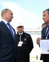 Präsident Wladimir Putin mit Rosneftchef Igor Setschin: Putin gratulierte seinem Vertrauten für dessen gelungenen Coup... wurde jedenfalls berichtet!