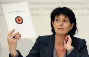 Mit ihrer Unterschrift bezeugen sie ihren Willen ...; Präsidentin Doris -Leuthard