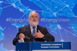 Er trifft sich mit den Gegnern von Trump, um das Klima zu verbessern...; EU-Energie-Kommissar Miguel Arias Canete