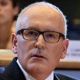 """""""... die Autoindustrie muss sich weiter in Richtung Elektromobilität und Wasserstoff bewegen....;"""" Frans Timmermans"""