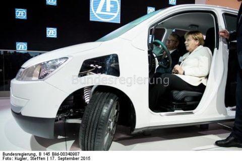 .Die neuen Zahlen lassen auch erstaunen...!!! Kanzlerin Angela - Merkel im E-Mobil
