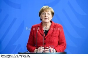 Bundeskanzlerin Angela Merkel: Sie schummelt , so die Sprecherin der LINKen ...
