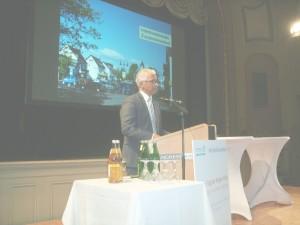 60 Vorschläge für bessere Luft ...Bonns Oberbürgermeister Ashok Sridharan bei der Weltklimakonferenz in Bonn ...Bild U + E