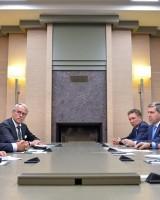 An den Gesprächen zwischen Bundeswirtschaftsminister Gabriel und Präsident Putin nahm auch Gazprom-Chef Alexei Miller (rechts, hinten links) teil.