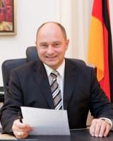 Staatssekretär Rainer Bomba, er begleitete die Vorstellung des ersten LNG-Lasters ...