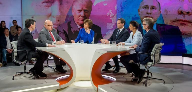 Maybrit Illner-Talkshow: Elmar Theveßen v. rechts