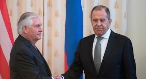 Wie geht es jetzt weiter? US-Außenminister Rex Tillerson ( l.) und der russische Außenminister Sergej Lawrow