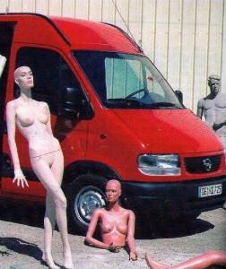 Autos mit großen Verbrennungsmotoren und langbeinige Frauen reicht nicht ...