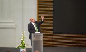 """""""...die Netze müssen auch in Zukunft intelligent gesteuert werden ...""""; Peter Altmaier"""