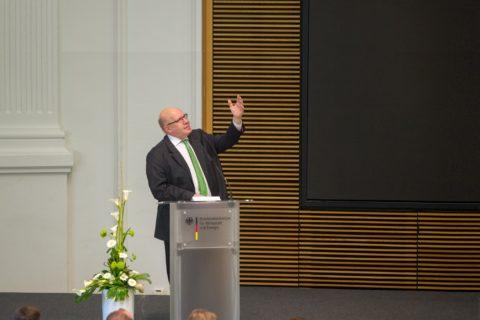 """""""... dieser Sprung darf die Wirtschaft nicht überfordern..."""", Peter Altmaier neuer Bundeswirtschaftsminister"""