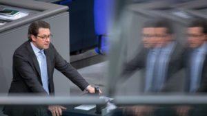 """""""...Der Minister hat ja in der vergangenen Woche Mittwoch auf dem Nutzfahrzeuggipfel schon einiges dazu gesagt. ...; Verkehrsminister Andreas Scheuer"""