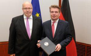 """""""...wir wollen  in Deutschland Know-how aufbauen....""""; Thomas Bareiß (rechts) mit seinem Minister Peter Altmaier ...;"""