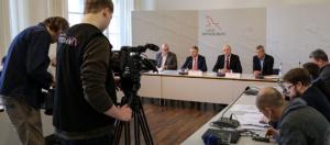 Endlich die Weichen richtig gestellt , Dietmar Woidke, Dritter v. links; Foto Staatslanzlei