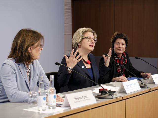 """.. Wir brauchen einen nachhaltigen, klimafreundlichen Neustart der Wirtschaft""""...!....; Svenja Schulze Svenja Schulze"""