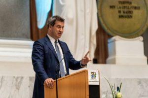 """""""... Mikroplastik große Gefahr für Binnengewässer ...;  der bayerische Ministerpräsident Markus Söder"""