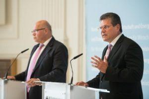 Ein wichtiger Termin angesichts der Entscheidung der Niederländer ... ......Minister Peter Altmaier und EU-Vizepräsident Maros Sefkovic