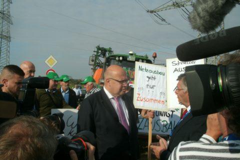 Er musste auch herbe Kritik einstecken ...; Altmaier spricht hier Landbauern..; Bild Umwelt. u. Energie-Rep.