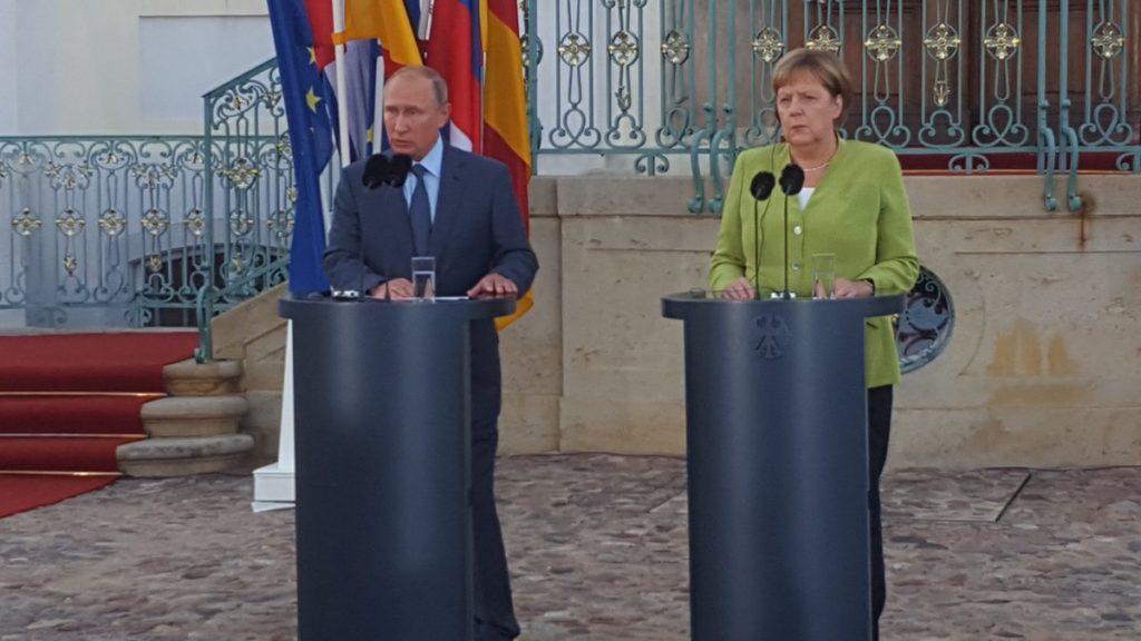 Nord-Stream 2 ist ein wirtschaftliches Projekt, so Wladimir Putin bei Treffen mit Kanzlerin Angela Merkle in Schl0ß Meseberg, Brandenburg, bild sputnik ...;