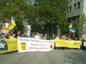 Keine Kumpanei mit der Atom-Lobby Frau Schulze ...forderten BBU und Anti-Atombündnisse und Umweltverbände in Bonn vor dem Bundesumwelrministerium von Ministerin Svenja Schulze
