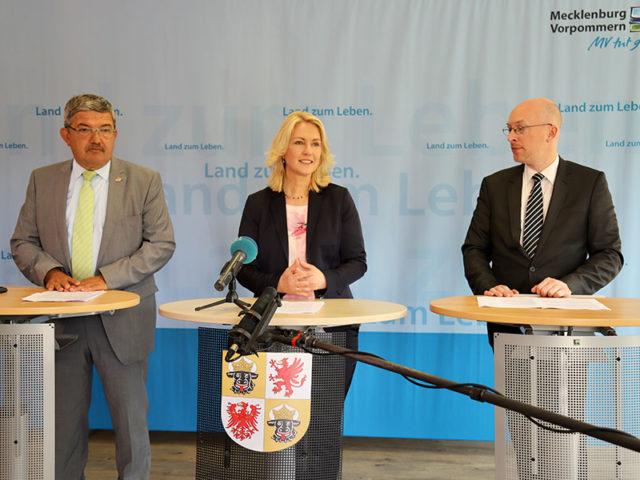 Mecklenburg-Vorpommern ist für Investoren in diesem Bereich offenbar sehr attraktiv, Manuela Schwesig, Christian Pegel, ganz rechts, bild mv