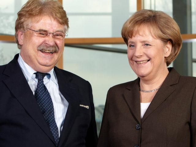 Frau Merkel Sie lassen zu, dass ein tiefer Riss durch Europa geht ...; Elmar Brok und Kanzlerin Angela Merkel
