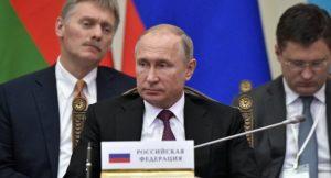 Moskau fährt die Ölprodution weiter zurück...; Wladimir Putin, sein Sprecher Peskow und Energieminister Nowak(r.), r. ...; bild Alexej Nikolskij