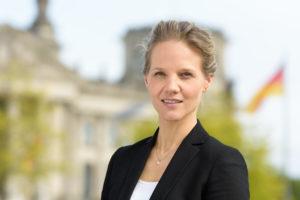 """"""".""""aufhören, nach dem Diktat der deutschen Autobauer Verkehrspolitik zu betreiben.... ."""".;Barbara Metz"""