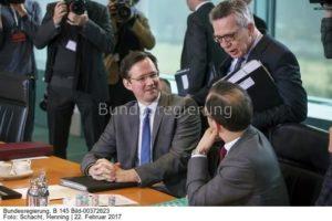 """""""Wir brauchen Erdgas ..."""", Russlandbeauftragter Dirk Wiese (links) hier im Gespräch mit dem ehemaligen Innenminister Thomas de Maizere und Heiko Maas, vorn, bild Henning Schacht"""