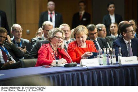 """""""...wie ernst die Bundesregierung den Klimaschutz nimmt...""""!,Svenja Schulze, hier mit Angela Merkel und Svenja Schulze,Bild Sandra Steins"""
