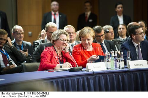 """""""Es lohnt sich Küchenabfälle getrennt zu sammeln ......""""!,Svenja Schulze, hier mit Angela Merkel und Svenja Schulze,Bild Sandra Steins"""