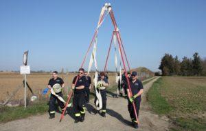 Sie legten 2 Kilometer Schlauch, um Wasser für die Kröten heranzuholen ...Feuerwehr Söven