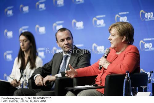 Erst im Juni gibt es Klarheit, ob es an der Spitze einen Hardliner gegen die Gaspipeline Nord-Stream 2 gibt..? Kanzlerin Angela Merkel und Manfred Weber, CSU, Spitzenkandidat der EVP bei der Europawahl und möglicher Nachfolger Junckers , Bild Jesco Denzel