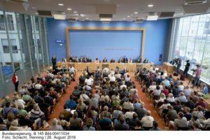 Heiße Fragerunden ... auch zu neuen Treibhausgasemissionen und zum Fortschrittsbericht Energiewende ...Regierungspressekonferenz, bild Henning Schacht