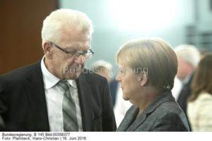 """""""Der Gipfel hat ja keine Ergebnisse gebracht ...; Winfried Kretschamnn mit Kanzlerin Merkel, bild Hans Christian Plambeck"""