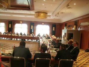Wie geht's weiter mit der Ukraine, auch das wurde hier diskutiert...; Arbeitsgruppe Wirtschaft Peterburger Dialog in Bonn Königswinter ...; Bild Umwelt- +Energie-Report (U+E) Co