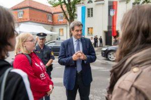 """Wird der """"grüne"""" Söder nun entzaubert...? durch eine Zwanghaft gegen ihn möglich ...?.; Markus Söder in der Stadt Penzberg , bild B. Staatsk."""