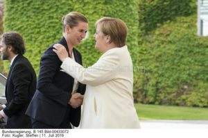 """"""" Ich war die ganze Zeit gegen Nord-Stream 2"""", hier Mette Frederiksen """"links, Merkel steht immer noch hinter der Pipeline. Beide am 11. Juli 19 vor dem Kanzleramt in Berlin, ... wie geht's aktuell dann weiter?bild steffen kugler"""