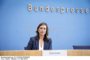 """""""..Die Bundesregierung nimmt hier ihre globale Verantwortung sehr ernst....;  Ulrike Demmer, bild sandra steins"""