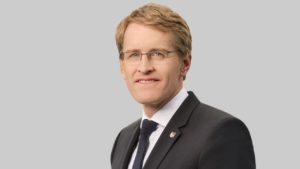 """""""... umgehend Maßnahmen ergreifen, sonst ...; Daniel Günther, Ministerpräsident von Schleswig-Holstein"""