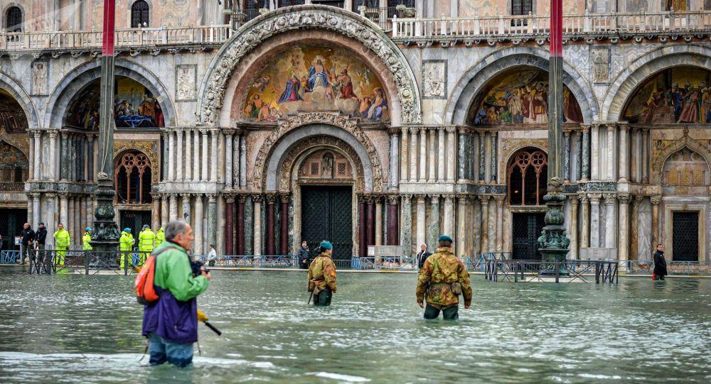 Die Warnungen nicht ernst genommen ...: Venedig unter Wasser ... bild Alessandro Rota, sputn