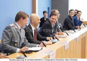 """ dass extraterritoriale Sanktionen nicht rechtmäßig sind....! Christofer Burger 2.v. l. ; Bild H.C. Pla,beck bundesr."