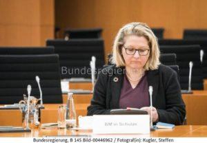 """Die Bundesregierung respektiert selbstverständlich die Entscheidung des Bundesverfassungsgerichts."""" ... Svenja Schulze, bild Steffen Kugler"""