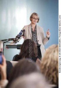 Deshalb wollen wir Großdemonstratoren zur Offshore-Erzeugung von Grünem Wasserstoff fördern....; Anja Karliczek