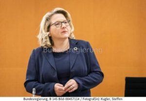 """"""" Die Kehrseite ist ein wachsender Müllberg ....!"""" ; Svenja Schulzes Sprecher uns... , bild steffen kugler bundesr."""