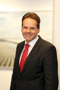 """""""EWE ist eines der führenden Unternehmen in Deutschland, das die Erprobung und die Umsetzung der Wasserstoffanwendung..."""", Urban Keussen"""