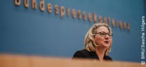 """""""..Die jetzige Generation darf den Klimaschutz nicht auf die lange Bank schieben..""""; Svenja Schulze bild bmu"""