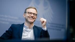 """""""...vielmehr haben wir auch im Bundesrat ganz breite Unterstützung erhalten....!"""" Denis Kolberg, bild bmf"""